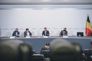 Le Comité de concertation décide de mesures plus strictes et désigne un commissaire COVID-19