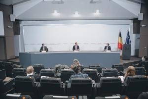 Le Premier ministre De Croo expose avec des experts la situation du coronavirus