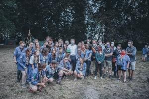 Le Premier ministre visite un camp scout dans les bois de Faimes