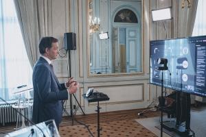 Eerste Minister online voor de klas over geldzaken